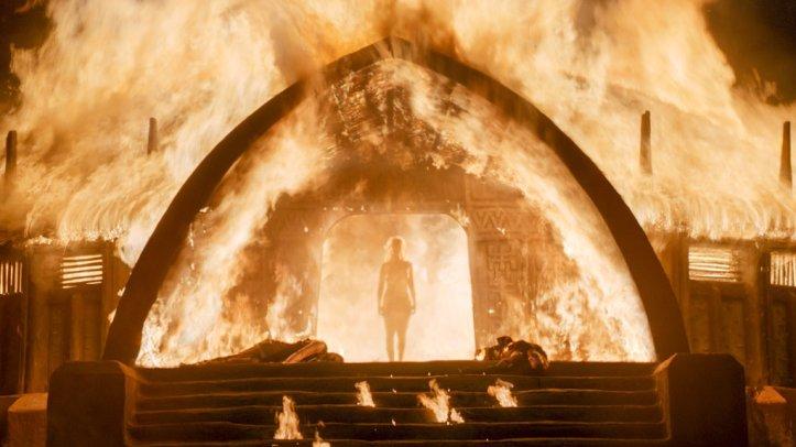 Reactions-Daenerys-Walking-Through-Fire-Game-Thrones